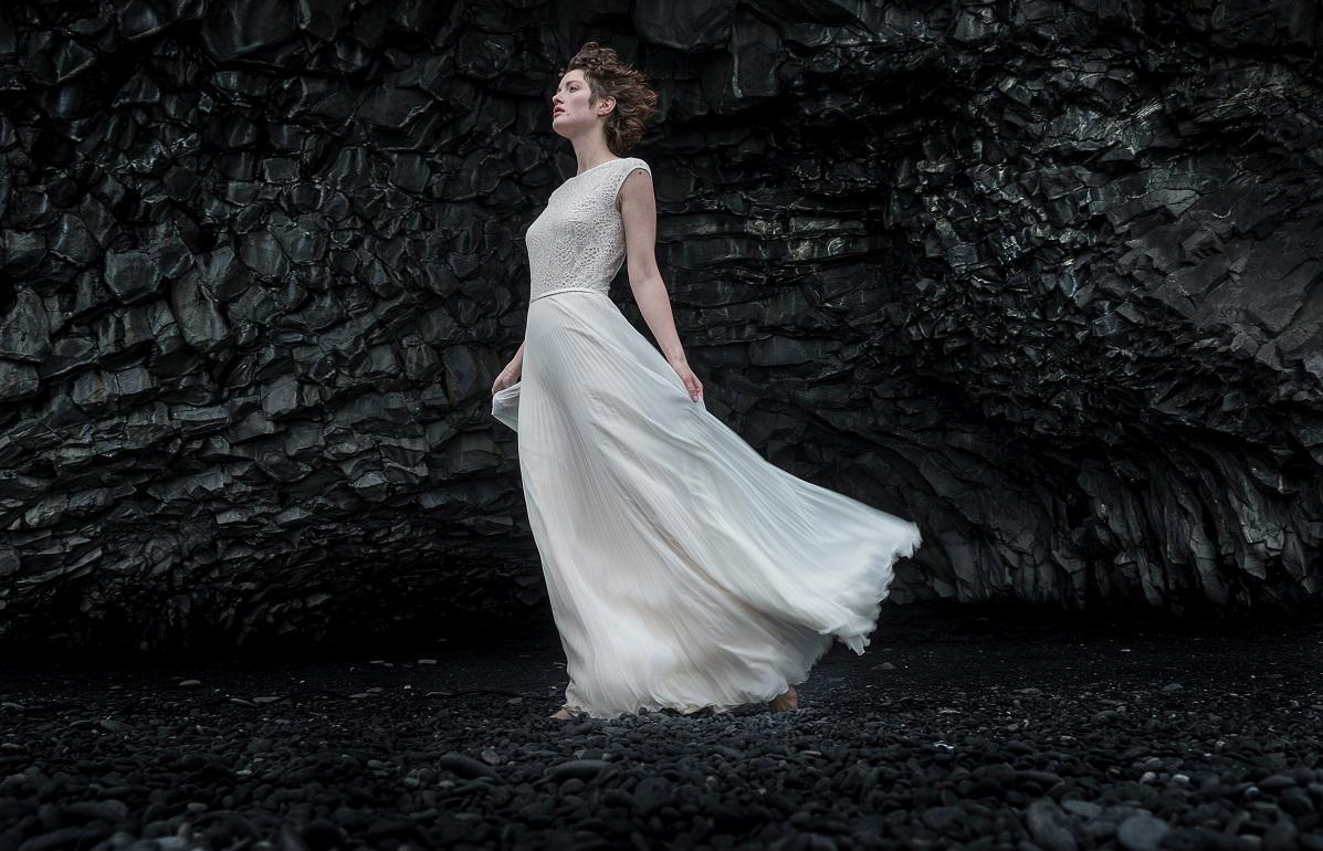 Bratukleid2018-Janina-thereseundluise-Spitze-plissee-tiefer-rückenausschnitt