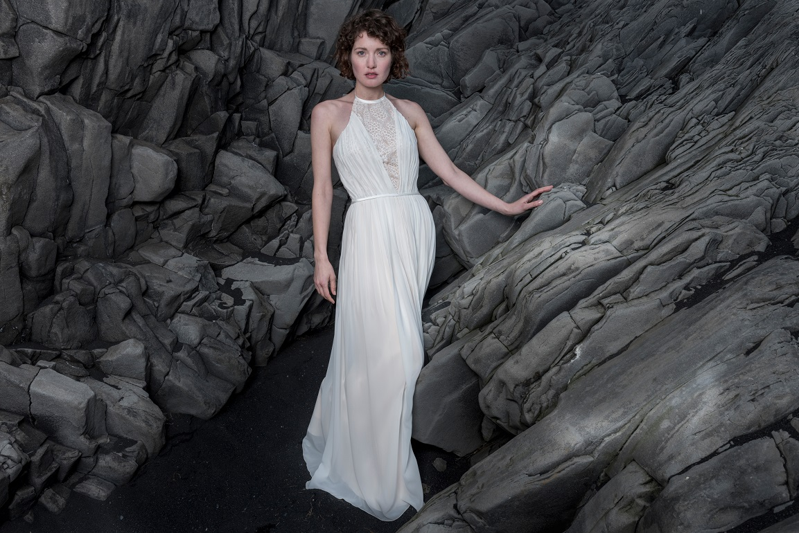 Brautkleid-Joana-thereseundluise-2018-spitze-georgette-plissee-neckholder