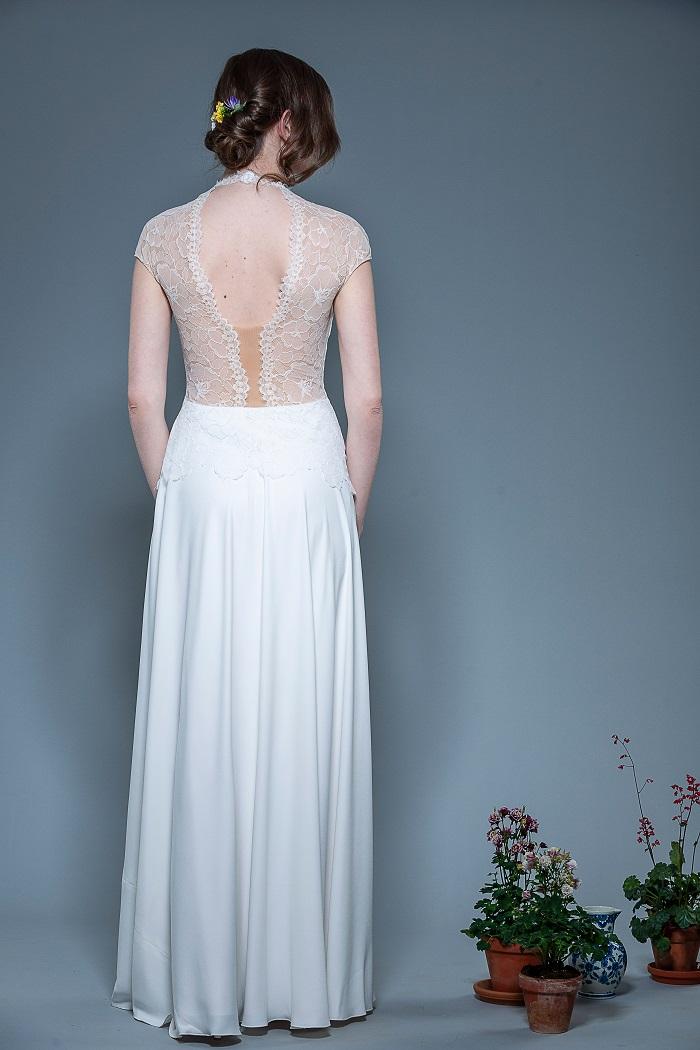 Brautkleid-Leonie-thereseundluise-spitze-tiefer-Ausschnitt-vorne-und-hinten