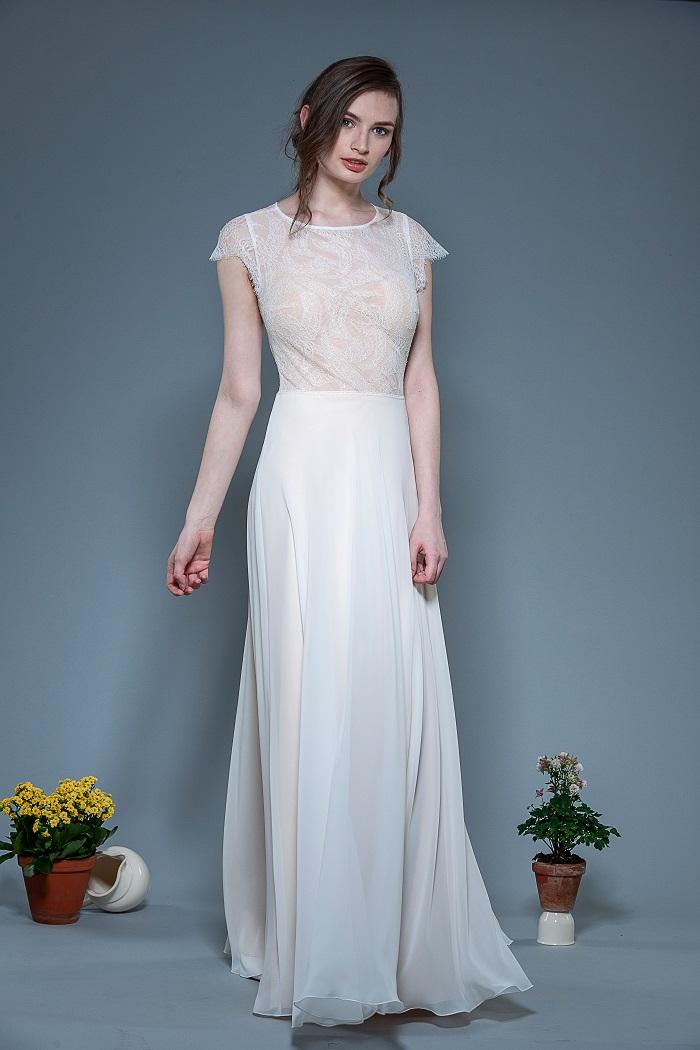 Brautkleid-Lesley-thereseundluise-spitze-tiefer-ausschnitt-hinten-kleiner-Ärmel-recycled-pet