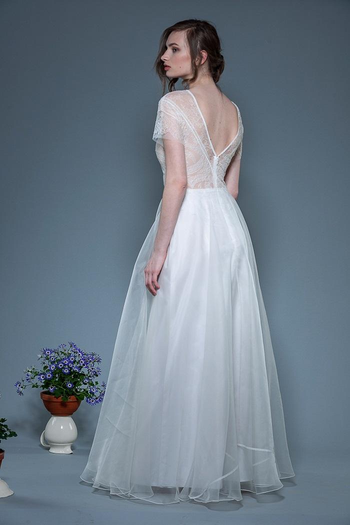 Brautkleid-Lif-thereseundluise-spitze-tiefer-ausschnitt-hinten-kleiner-Ärmel-Bio-Seide